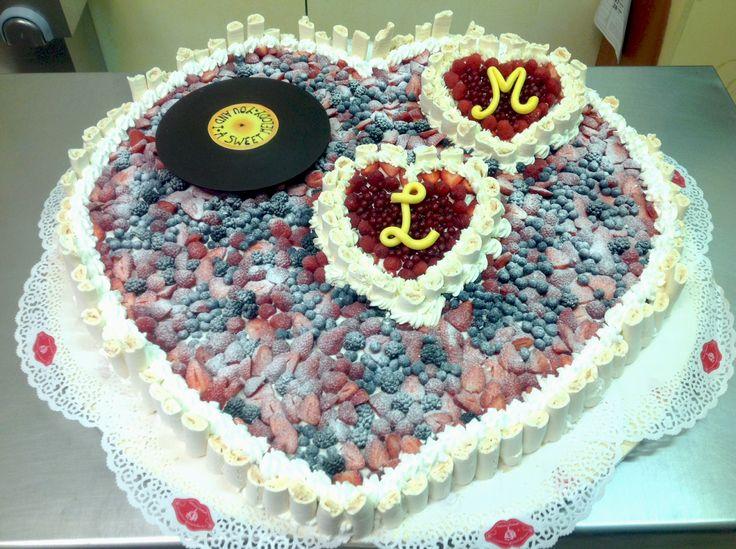 La torta di nozze di Lisa e Michele aveva un disco in cioccolato che girava per davvero. Un bel modo d'intrattenere gli ospiti, no?