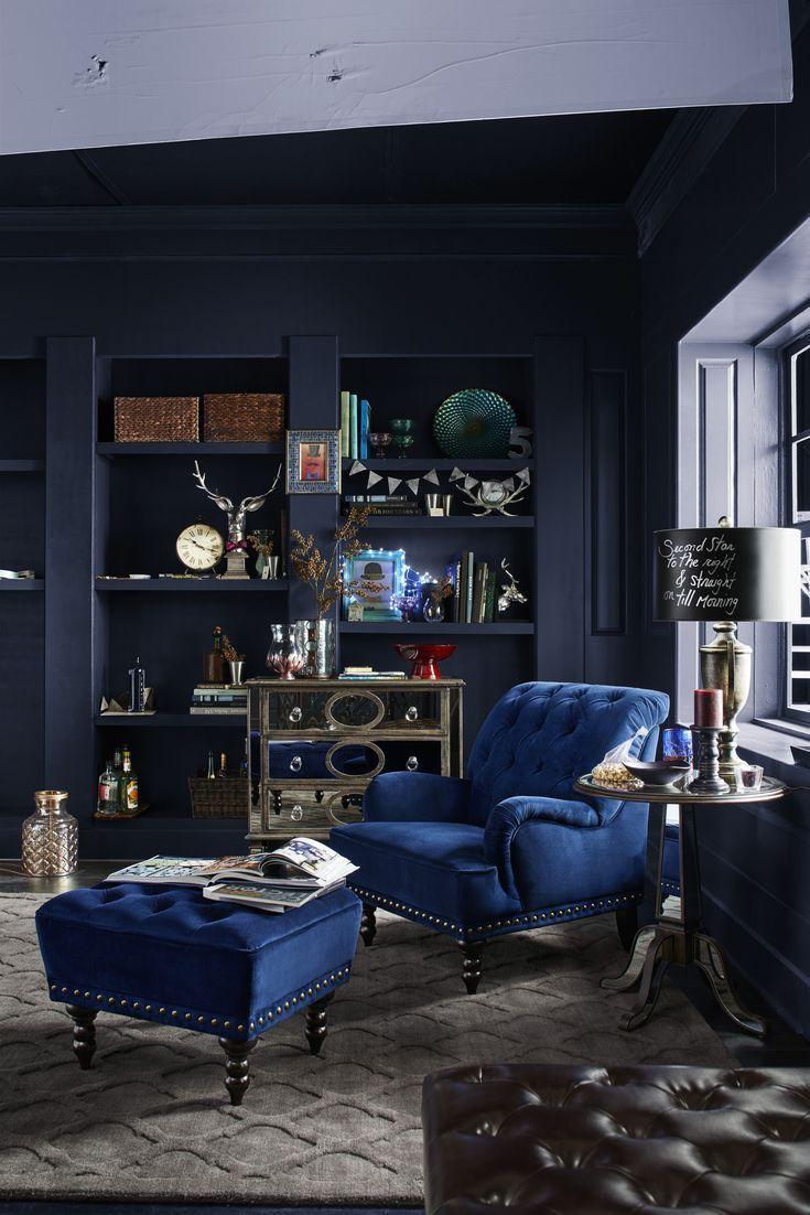 Wohnzimmer dunkle w nde blaue st hle blaue dunkle for Stuhle wohnzimmer design