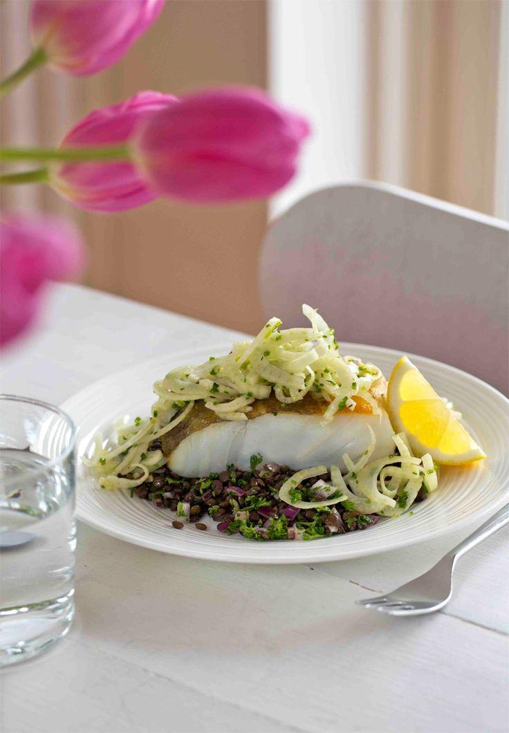 Skrei med linsesalat og fennikelsalat! Spennende oppskrift fra matbloggen Borte Borte Hjemme. #fisk #oppskrift