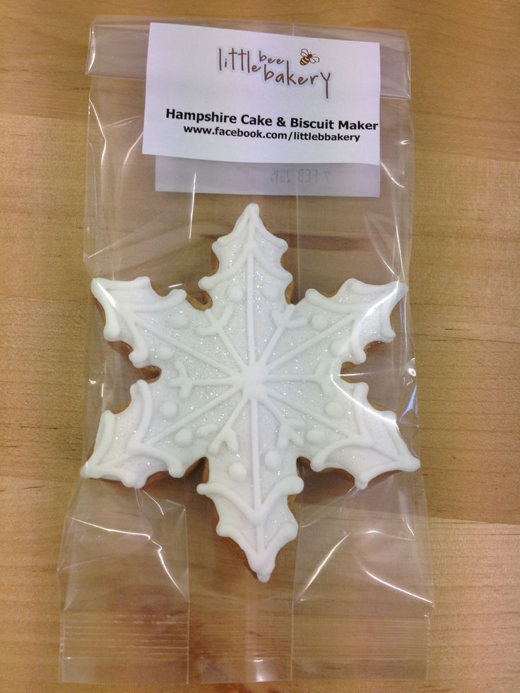 Snowflake biscuit available in 2 sizes small and medium