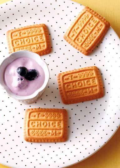 ブルーベリージャムを利用して、チーズクリームのディップに仕上げました♪さっぱりした風味が甘味のあるチョイスにぴったりです!