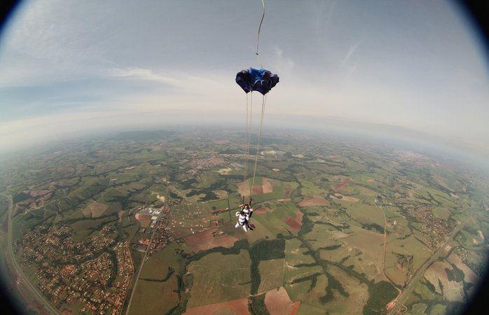 Turismo de aventura - Saltar de paraquedas em Boituva (SP)