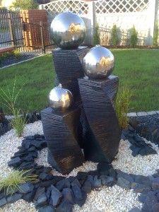 Kule stalowe na bazaltowych postumentach.  #projektowanie ogrodów, #hurtownia kamienia, #projektowanie ogrodów Toruń, #projektowanie ogrodów Bydgoszcz, #ogrody Toruń, #ogrody Bydgoszcz