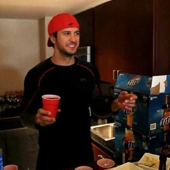 Sexy Luke Bryan in that backwards hat!