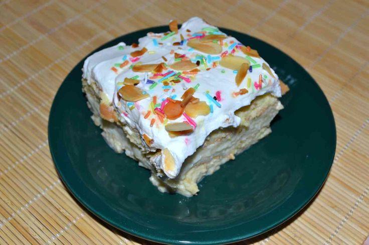 Prăjitură cu blat de pișcoturi