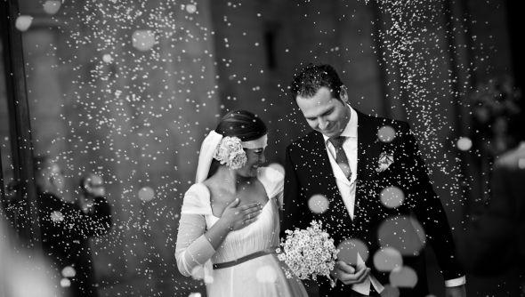 La petición de mano, lanzar el ramo, el arroz ... momentos tradicionales ... y podeis inmortalizarlos con www.foto-boda.es Conoce todas las tradiciones españolas en nuestro blog: http://fotobodafotografos.blogspot.com.es/2013/01/tradiciones-en-tu-boda-si-o-no.html