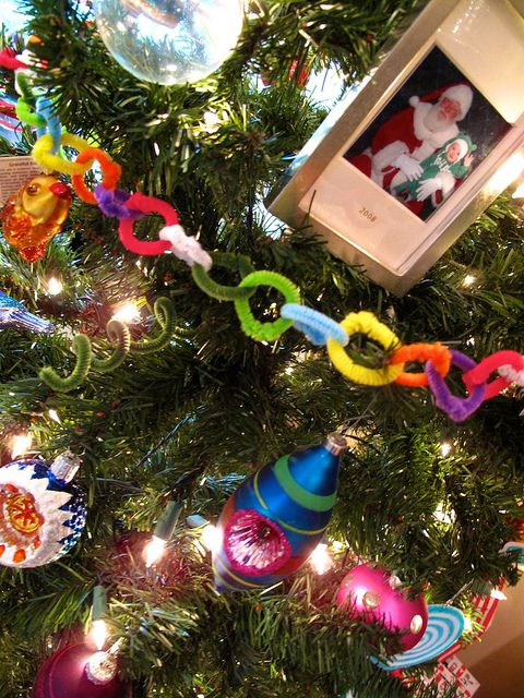 Pipe cleaner garland! Add multi-colored lights & you have a kid friendly tree. Love this idea!