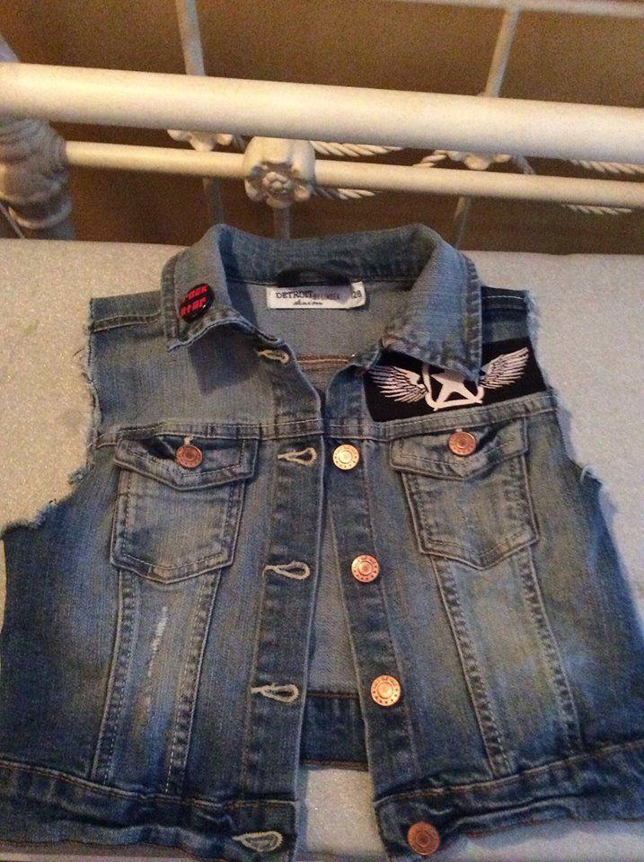 Styled vest for children size 128.