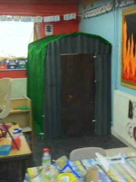 Need this in my classroom! WW2 Bomb Shelter classroom display photo - Photo gallery - SparkleBox