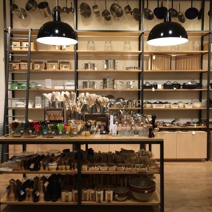 Shop: La Trésorerie. Paris.