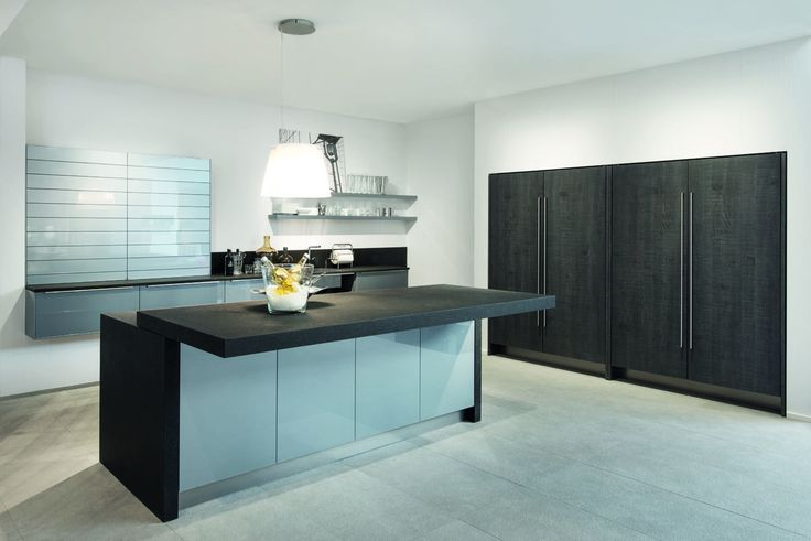 Two tone kitchen finish: Silver grey design glass with Silver Oak