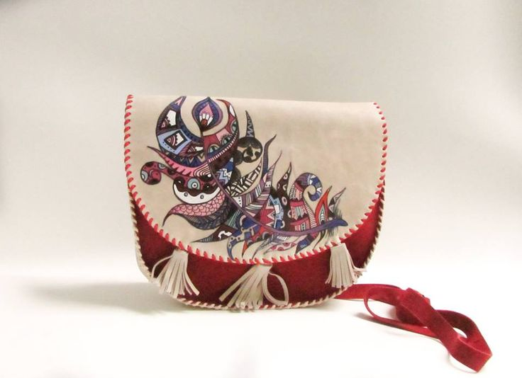 """"""" Doodling feather"""" Handmade Leather Bag made from two types of leather with painted feather.The painting ist made with special colours for leather. #handmade #handmadeleather #leatherbag Leatherpainting #feathers #doodling #leatherart"""