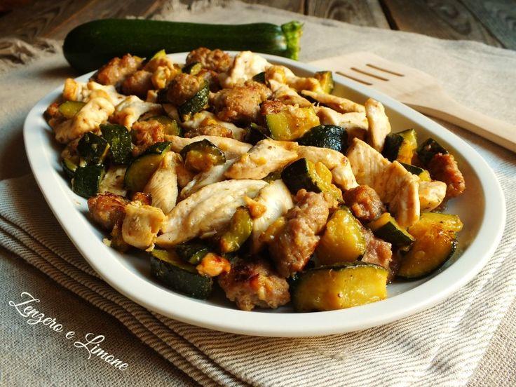 Gli straccetti di petto di pollo con salsiccia e zucchine sono un secondo molto appetitoso e facile da preparare. Seguite la ricetta con foto passo passo