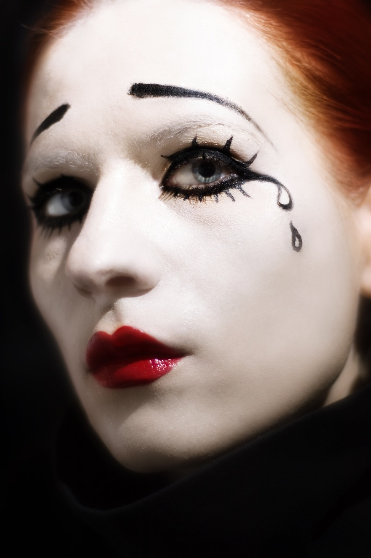 pierrot clown face paint for halloween - Easy Scary Halloween Face Painting Ideas