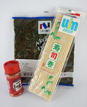 Nori isi 10 + sushi mat + bubuk cabe - P. Nogu cabe 10 Beli Paket Lebih Praktis isi paket Nogu Cabe 10: - Nori isi 10 lembar - Sushi mat/ gulungan sushi - Bubuk cabe ichimi togarashi 40gram