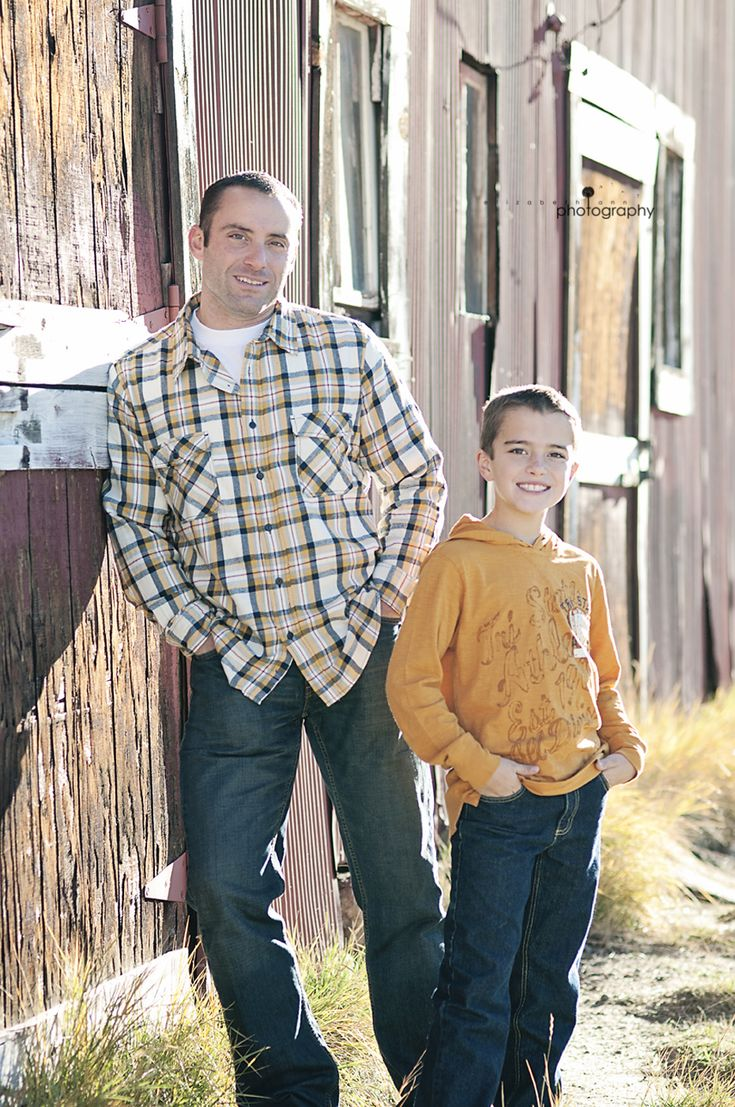 elizabeth ann photography: A Red Barn and a gorgeous family | Castle Rock Family Photographer