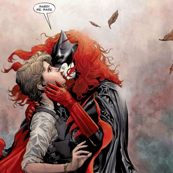 Escritores de Batwoman deixam HQ depois de proibição de casamento lésbico: http://rollingstone.uol.com.br/noticia/escritores-de-batwoman-deixam-hq-depois-de-proibicao-de-casamento-lesbico/ …