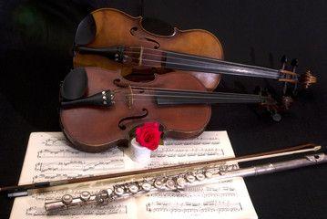 Viola, violino, flauto traverso e spartito