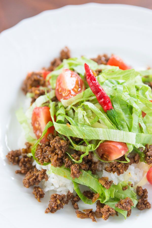 Recipe: TACO RICE, a Specialty of the Okinawa Region of Japan (Taco meat seasoned with soy sauce and chili powder over Japanese white rice and topped with cheese, lettuce and tomatoes)|タコライス [I'll use veggie meat grounds to make this vegetarian]
