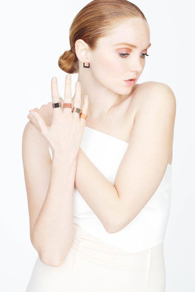 «Резиновые» украшения Лили Коул:Британская модель создала коллекцию колец, подвесок и сережек