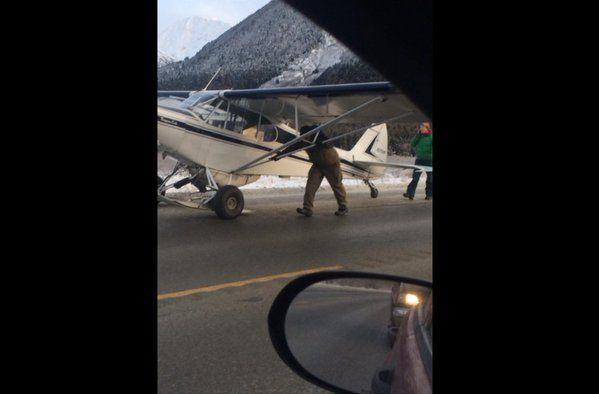Plane carrying 2 people lands on Seward Highway near Girdwood, Anchorage. @Ch2KTUU http://www.ktuu.com/news/news/plane-carrying-two-people-lands-on-seward-hwy-near-girdwood-monday-afternoon/37073186