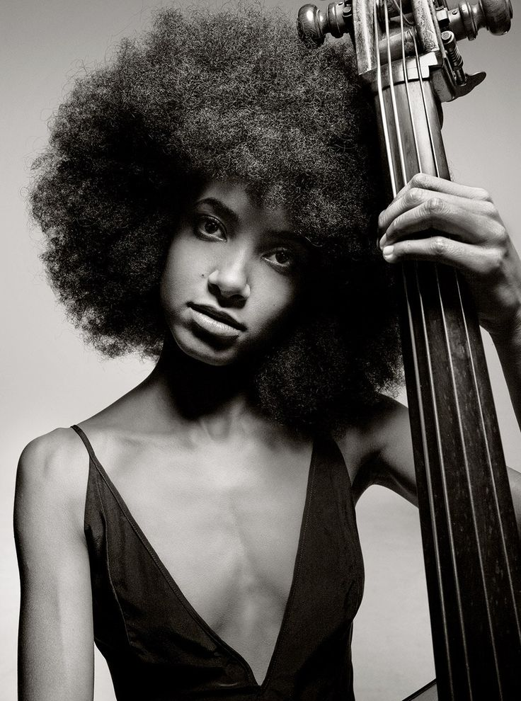 Thanks to the likes of Esperanza Spalding, Trombone Shorty, and Cécile McLorin Salvant, jazz has found a new rhythm. ___________________'' The spirit of jazz is the spirit of openness '' *** Esperanza Spalding, Soul Jazz, Jazz Club, Jazz Artists, Jazz Musicians, Blues Rock, Mark Seliger, Pop Rock, Fashion Mode