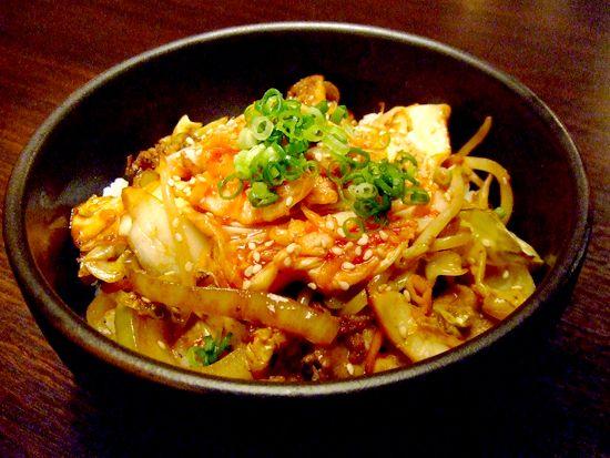 豚キムチ丼 - シェフのまかないレシピ