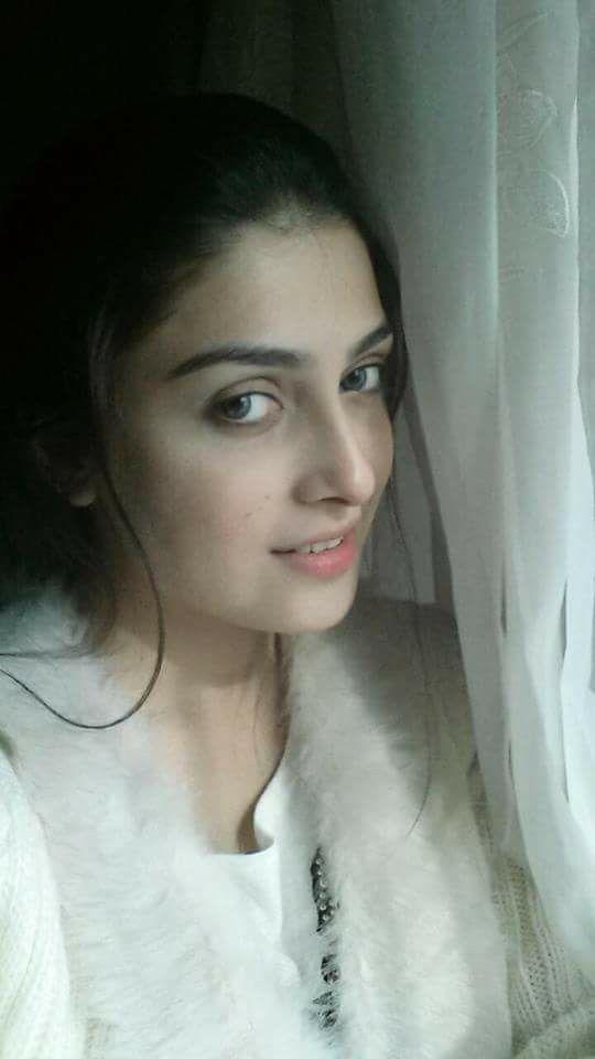 Pretty Pakistani actress Aiza khan
