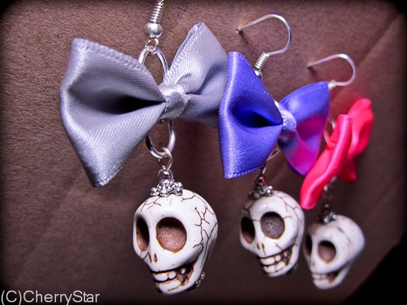 Super sweet howlite skulls topped off by 5cm satin bows. Silver plated ear wires. Available in grey, purple and watermelon.
