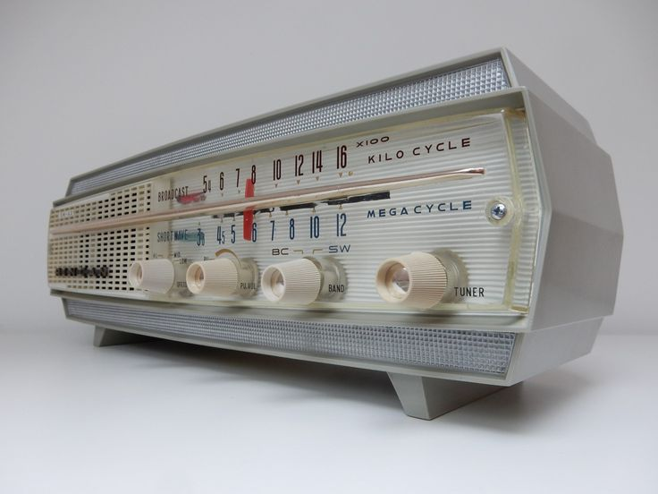 RinCan radio makes a come back as a digital music player. retro Audiophile Designs.