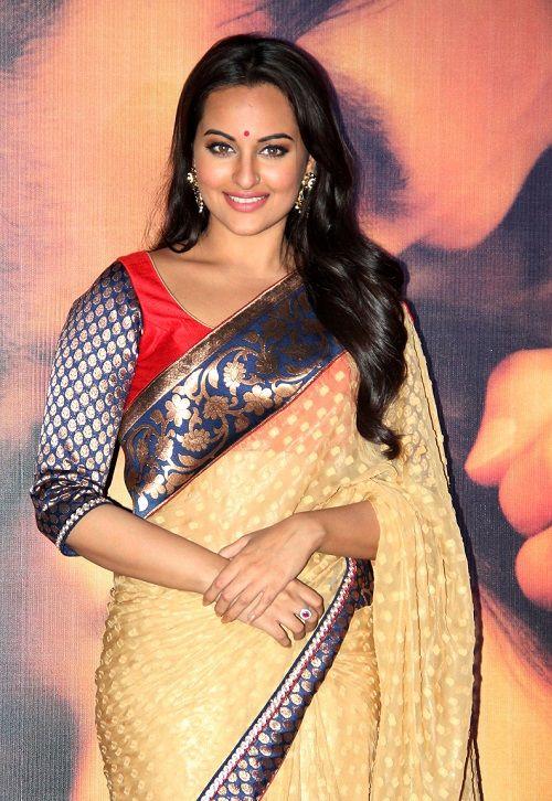 Sonakshi Sinha in beautiful blue designer plain saree with zari border ...