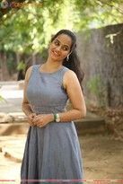 Suja Varunee Tamil Actress photo