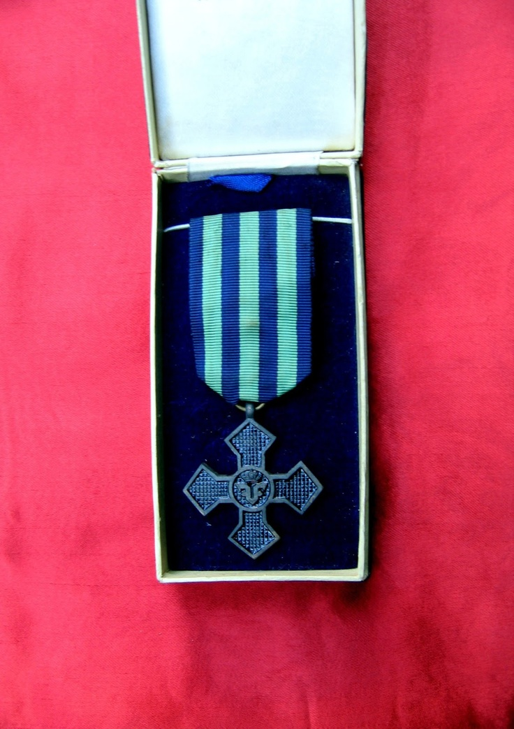 COCKTAILVINTAGEBAZAAR  #medalii #decoratii #ordine #flofav #floart