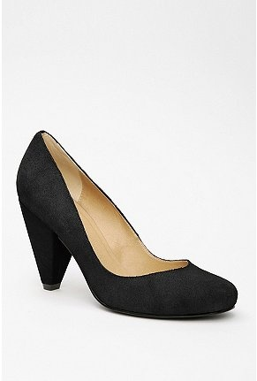 my favorite classic pumps - Urban Outfitters Suede Pump