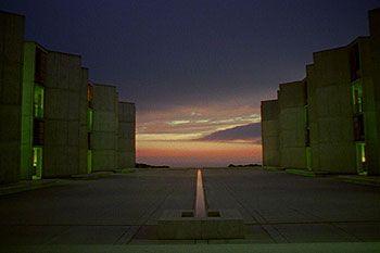 Můj architekt je příběh umění a lásky, zrady a odpuštění, v kterém nemanželský syn legendárního architekta podnikne pětiletou cestu kolem celého světa, aby pochopil svého již léta mrtvého otce. Louis I. Kahn, který zemřel roku 1974, je mnohými…