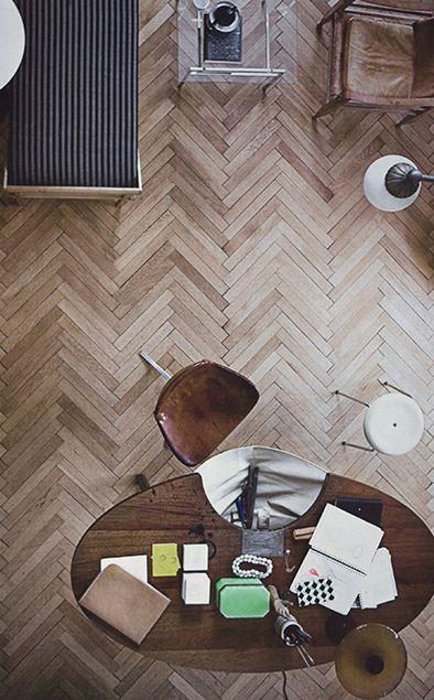 Oak Herringbone floor / Eiken Visgraat parket +/- $150 per square meter.