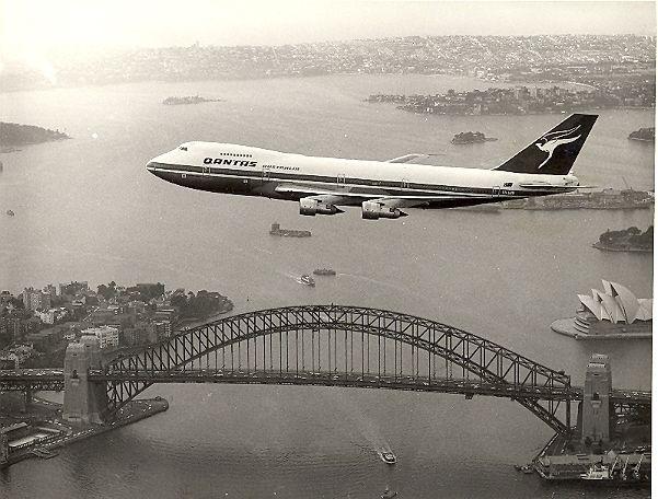QANTAS Boeing 747-200 over Sydney Harbour
