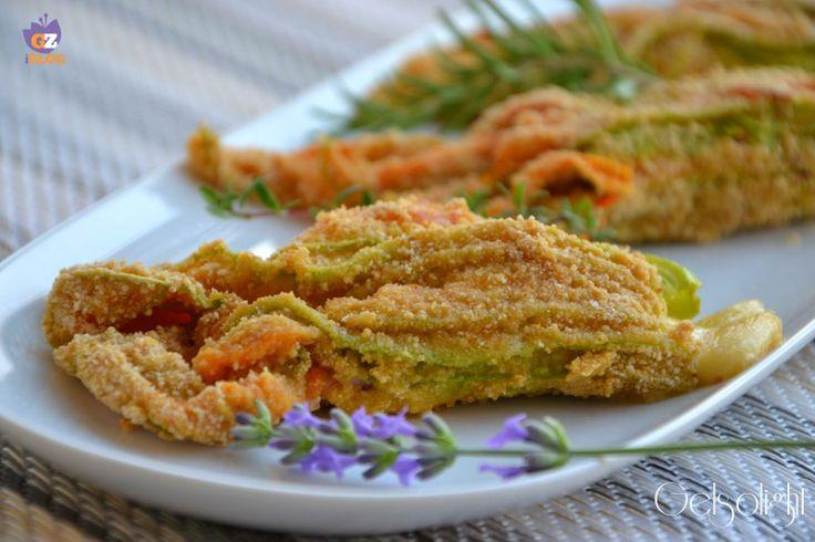 Fiori di zucca ripieni al forno, un secondo o antipasto gustoso con un ripieno ricco di scamorza affumicata e prosciutto di Praga. Cotti al forno.
