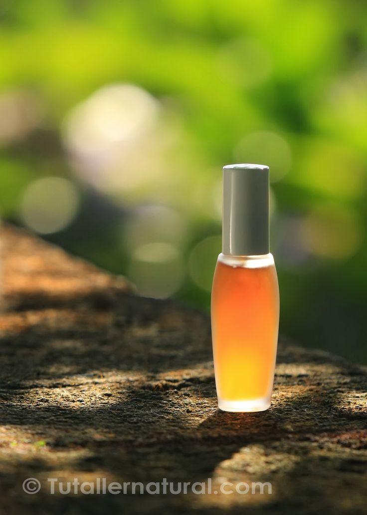 """Perfume de azahar y lavanda...No siempre es fácil describir un olor, en este caso, para este perfume la palabra que me viene a la cabeza es """"elegante""""."""