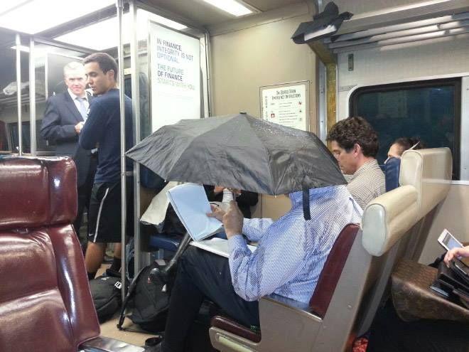 Смотреть ебём женщину в купе поезда фото 254-340