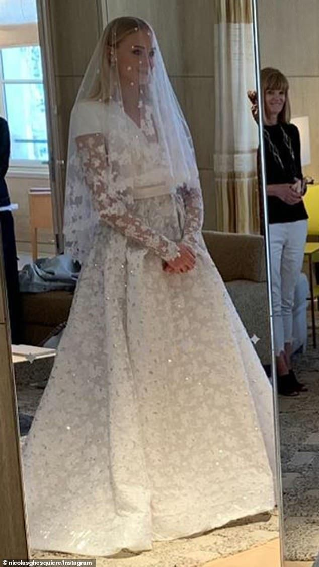 Sophie Turner S Wedding Gown Took 350 Hours To Make Wedding