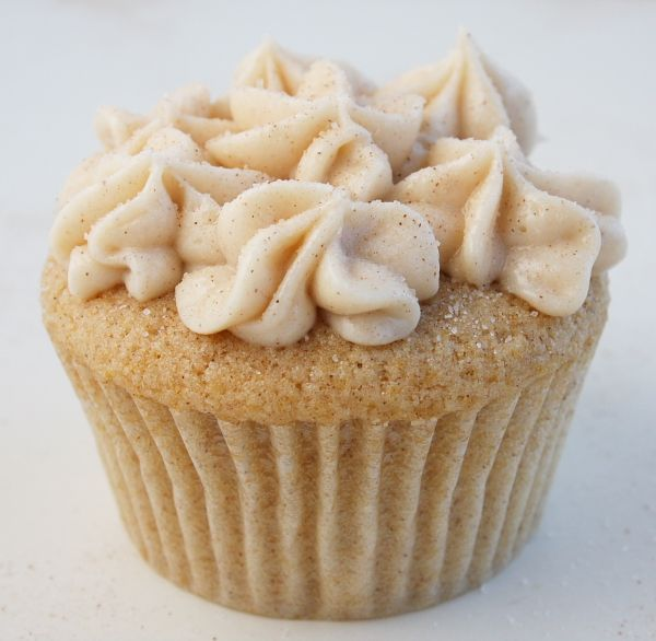 A simple & delicious recipe for Snickerdoodle Cupcakes topped with Cinnamon- Cream Cheese Frosting- the perfect cupcake for snickerdoodle cookie lovers.