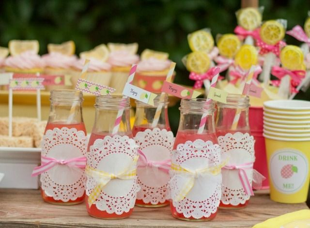 Love this way of serving drinks with doilies and ribbons! #lemonade