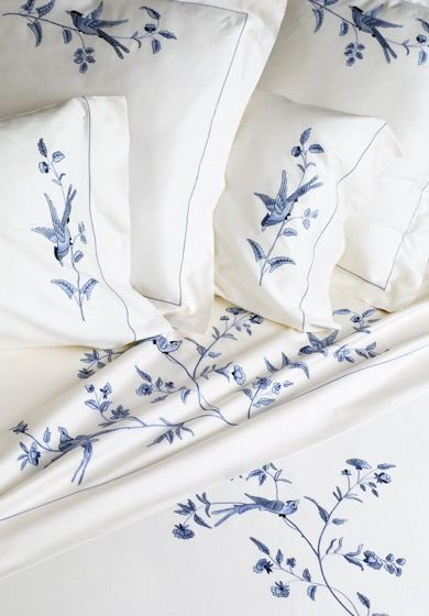 Bespoke bed linens by Léron. Waves bed linens from the Connoisseur collection.