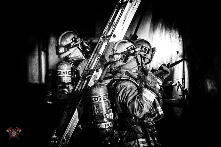 CHECK IT OUT   @taskforce_photography - TAG A FRIEND! http://ift.tt/2aftxS9 . Facebook- chiefmiller1 Periscope -chief_miller Tumbr- chief-miller Twitter - chief_miller YouTube- chief miller  Use #chiefmiller in your post! .  #firetruck #firedepartment #fireman #firefighters #ems #kcco  #flashover #firefighting #paramedic #firehouse #firstresponders #firedept  #feuerwehr #crossfit  #brandweer #pompier #medic #firerescue  #ambulance #emergency #bomberos #Feuerwehrmann  #firefighters…