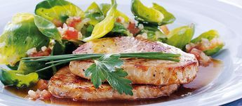 Minuten-Steaks mit Rosenkohlgemüse | Rezepte | Service | Südbayerische Fleischwaren