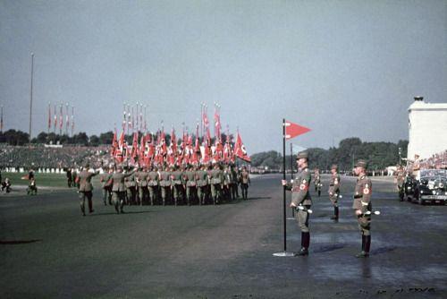 (Click for Hi-res) Original color photo of Hitler saluting at a Nuremberg Rally