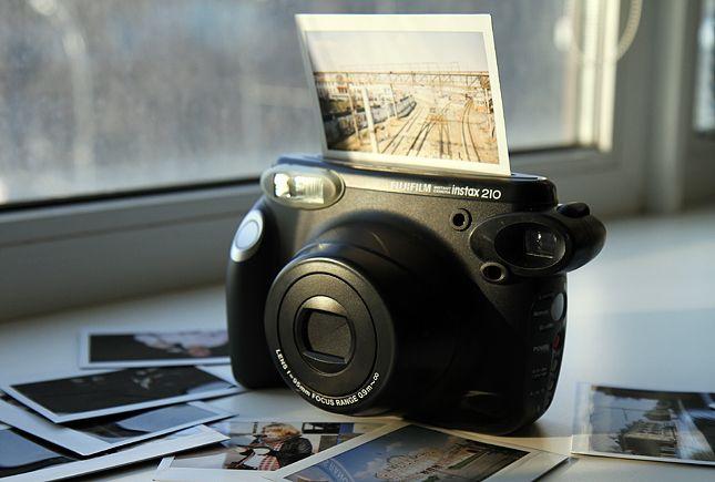 Fujifilm Instax 210: обзор камеры с функцией моментальной печати -- Обзоры -- mobi.ru