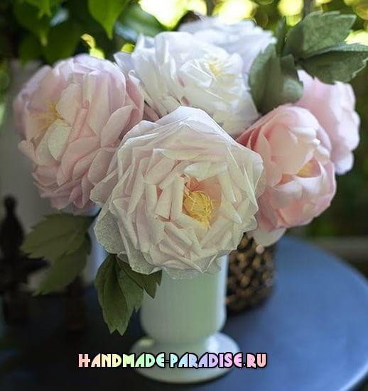 Чайные розы из папиросной бумаги похожи на настоящие - те, которые были привезены в Европу в начале 19 века. Розовые розы привезены из Ост-Индии в 1860 г