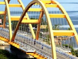 Jembatan kuning-Jellow Brigde in Palu, Central Celebes., Indonesia